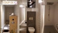 Coup de coeur C.M.C HABITAT votre bureau d'études architecturales situé à Cagnes sur Mer pour cette salle de bain aménagée dans un placard -- Ouvrez grands vos yeux!!!