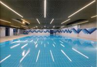 Zoom sur notre ami et collaborateur Franck BOURGERY architecte à Monaco et l'habillage du plafond de la piscine de l'école Saint Charles