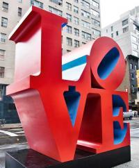 C.M.C HABITAT votre cabinet d'études et de maîtrise d'oeuvre situé à Cagnes-sur-Mer dans le 06 : Zoom en ce jour de Saint Valentin sur la sculpture LOVE  de Robert Indiana à New York