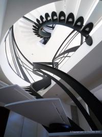 C.MC HABITAT votre bureau d'études architecturales à Cagnes sur Mer Zoom sur les escaliers design et le mobilier contemporain selon